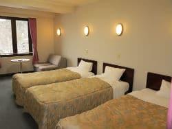High Mount Hotel triple rm 250x188